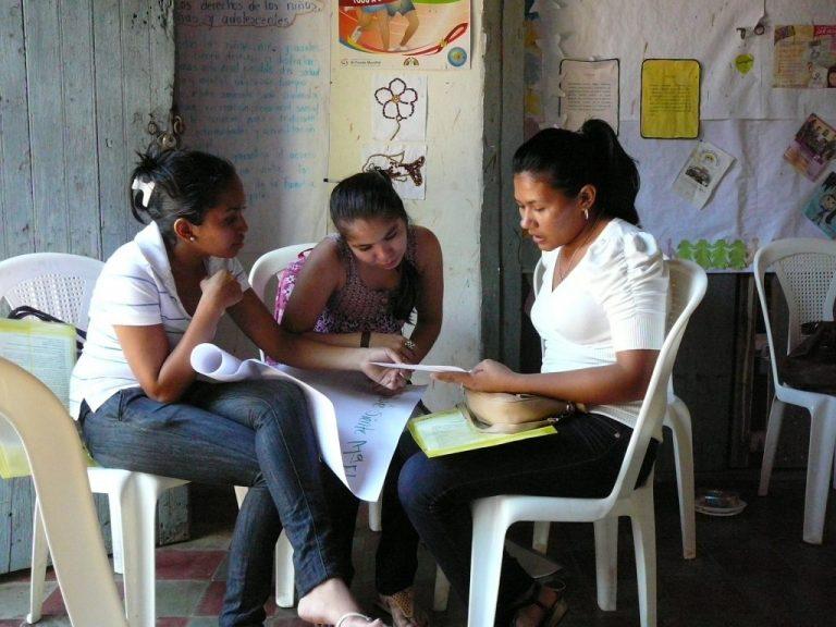 Encuentro-anual-2012_Becadas-1-1024x768